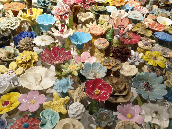 Ceramic Flower Garden: Peace Created by Ceramic Flowers 사진