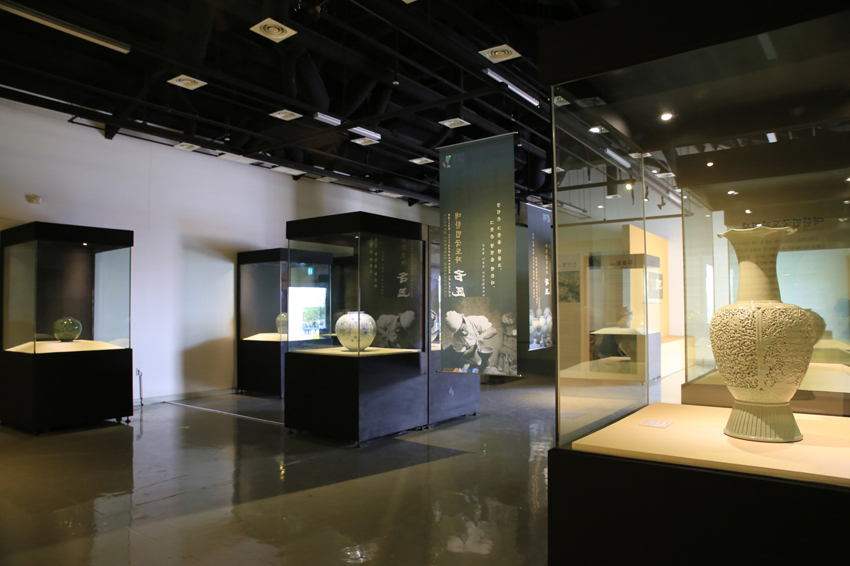 Master Artisans of Korea in Ceramics